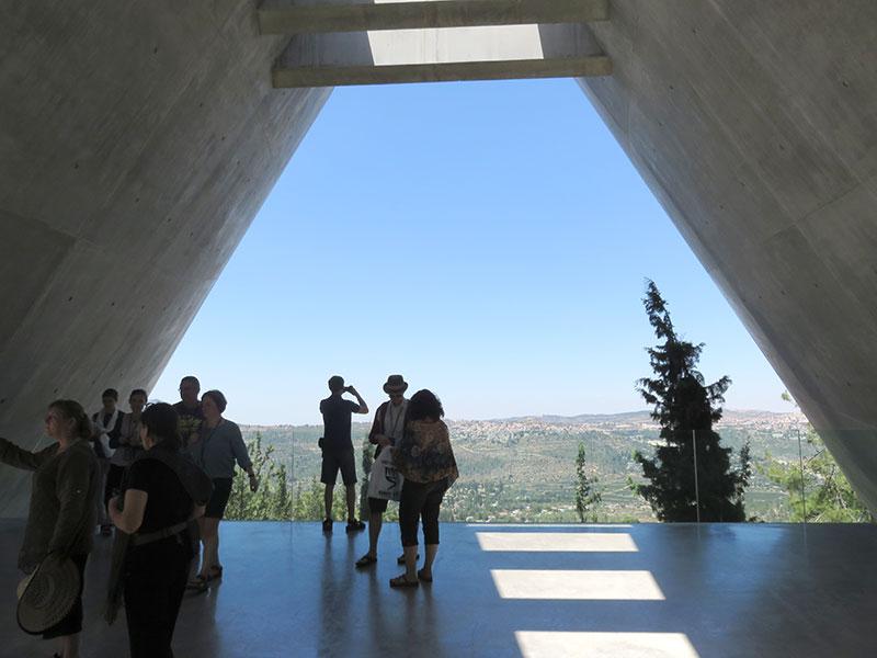 Teilnehmer_innen des Fachkräfteaustausches in Yad Vashem, 7.August 2014. Foto: Rebekka Wehrs, Gedenkstätte Bergen-Belsen