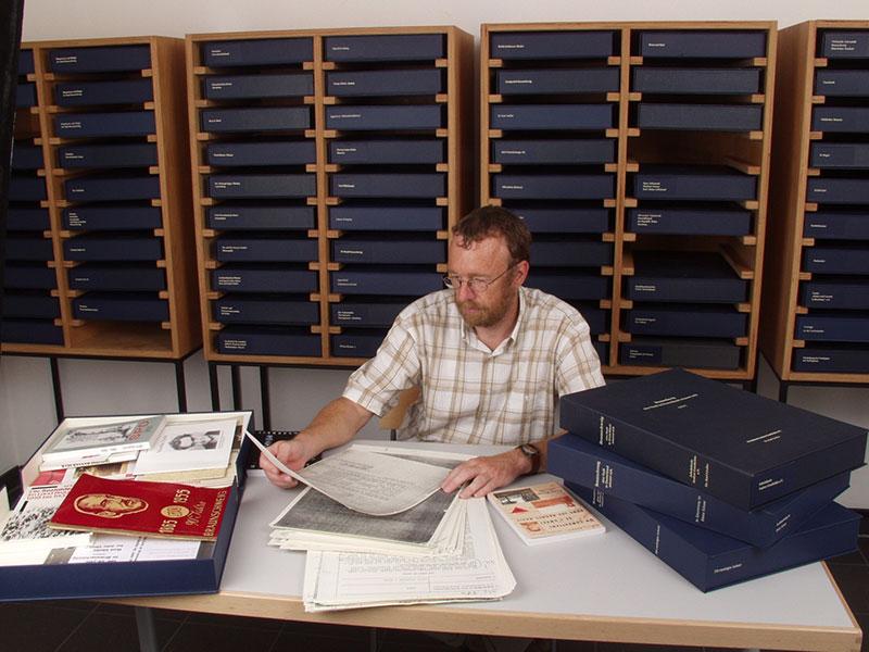Das Offene Archiv bietet eine wachsende Sammlung zur regionalen Geschichte, 2005. Foto: Peter Büschel, Gedenkstätte Schillstraße