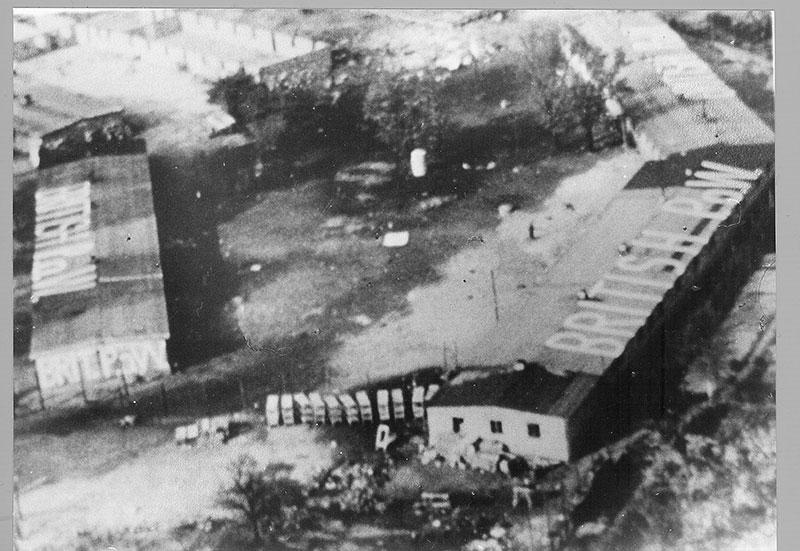 Luftaufnahme der britischen Royal Air Force vom bereits geräumten Außenlagers Schillstraße, April 1945. Foto: Gedenkstätte Schillstraße