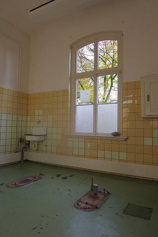 Blick in den ehemaligen Sezierraum, 2014. Foto: Hedwig Thelen, Gedenkstätte Alte Pathologie Wehnen
