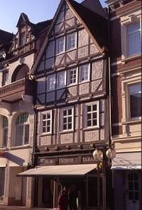 Das ehemalige Textilkaufhaus Blankenberg in der Bäckerstraße 47 in Hameln. (Foto: Bernhard Gelderblom, 2010)