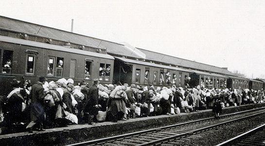 Der Deportationszug auf dem Bielefelder Bahnhof. (Stadtarchiv Bielefeld, Bestand 300,11/Kriegschronik der Stadt Bielefeld 1941, Bd. 2, Nr. 20)