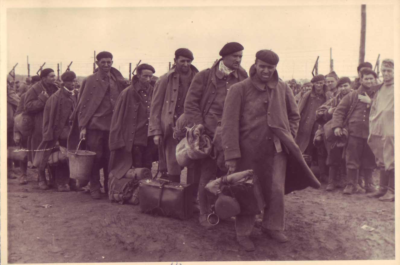 Ankunft von französischen Kriegsgefangenen im Stalag X B (Wehrmachtsfotografie.Fotograf unbekannt, nicht datiert. Archiv: Gdst. Lager Sandbostel)