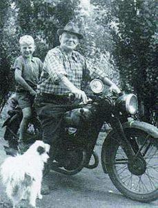 Johann Murtfeld mit Sohn, ca. 1950 (Foto: Privatbesitz Familie Murtfeld)