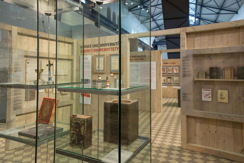 """Blick in die Ausstellung """"Zwischen Ungewissheit und Zuversicht"""" über polnische DPs im LWL-Industriemuseum Zeche Hannover in Bochum. Foto: LWL / Hudemann"""