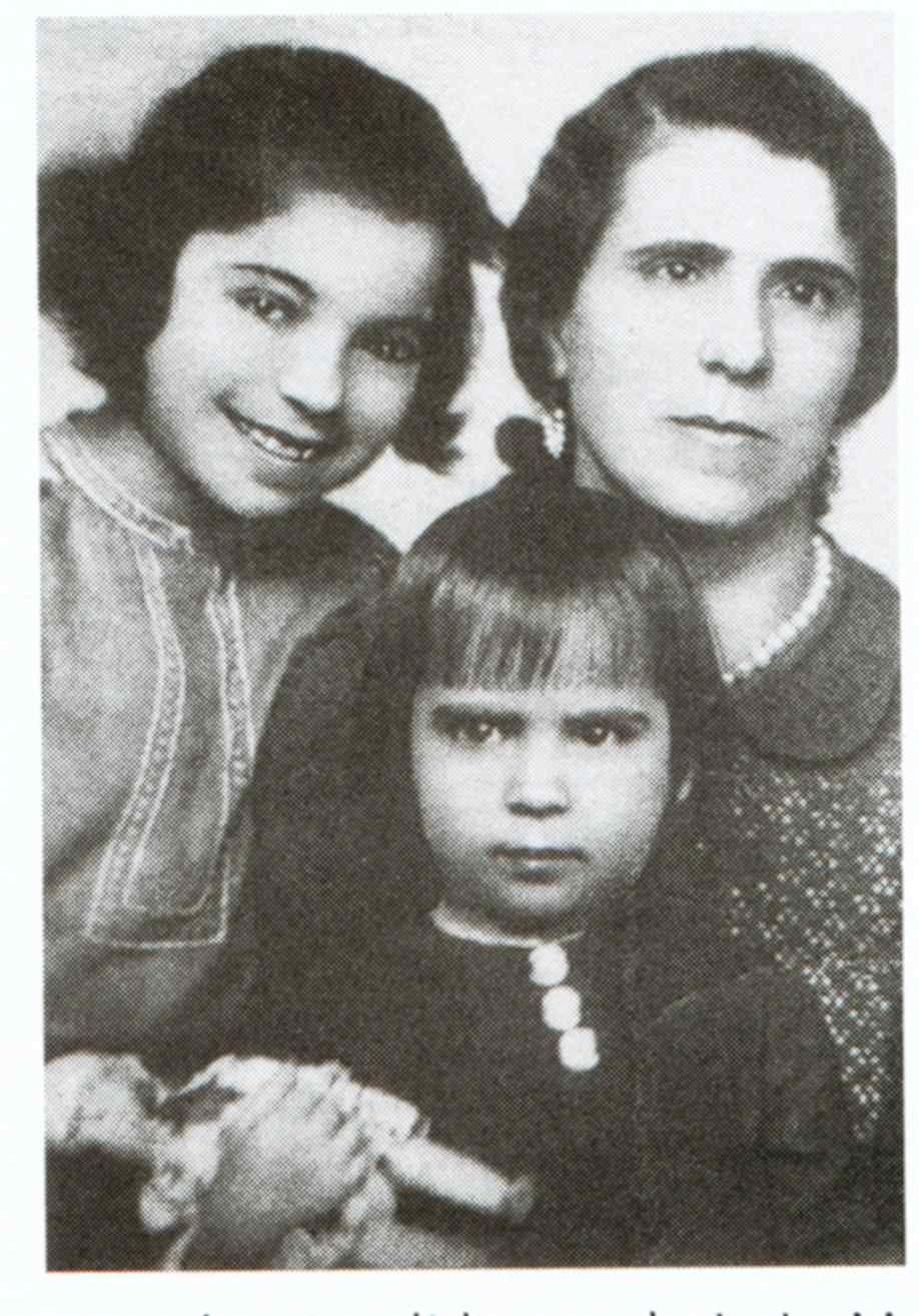 Maria Imker mit ihren Töchtern Gertrud und Adelheid (Privatbesitz)