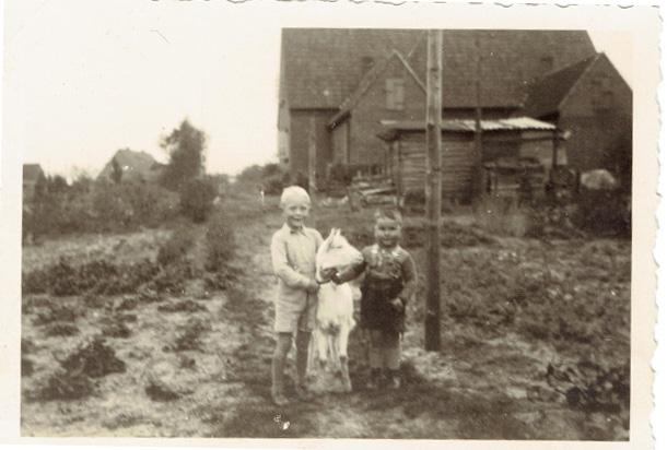 Wolfgang Mirosch (rechts) mit seinem Cousin, ca. 1941 (Privatbesitz)