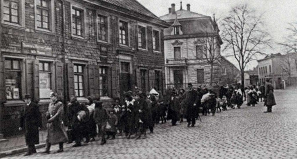 Deportation von Sinti und Roma aus Remscheid nach Auschwitz-Birkenau im März 1943. Foto: Stadtarchiv Remscheid